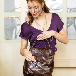 Backpack de piel marrón oscura.